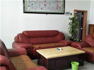 长征广场附近3室2厅2卫1500元/月