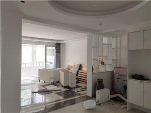 梨苑春天3室 2厅新装房一楼带院步梯房