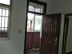 解放路和兴小区对面1室 1厅 1卫600元/月