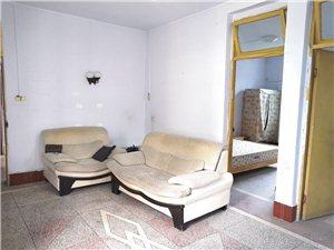 附小旁边交通局3室出租,带家具。