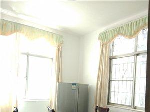 花园路套房3室 2厅 2卫1300元/月