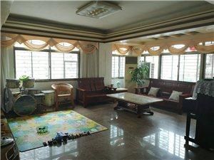 鸿业中心4室 2厅 2卫2700元/月