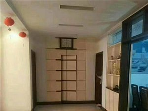 赫世名门3室 2厅 2卫135万元