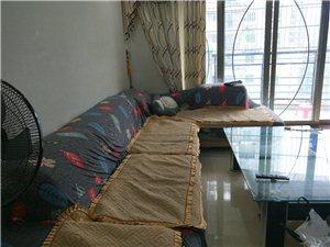 君悦华庭4室 2厅 2卫3000元/月