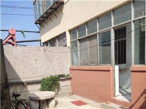 青年路县医院附近,1层带院,4室 2厅,简单家具
