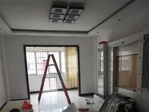 精装电梯三房 楼层居中 繁华地段 出行方便