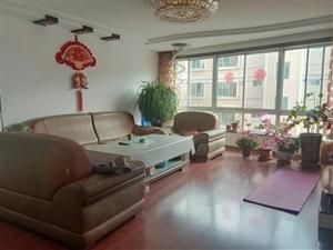 学校旁!明珠花园3室 2厅 63.8万元