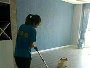 保潔,打掃衛生擦玻璃。