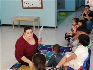 3-7岁的孩子和外教学英语
