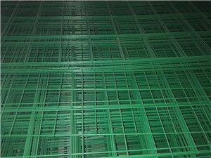 綠色浸塑鐵絲網方格鐵絲網格子護欄網浸塑護欄網