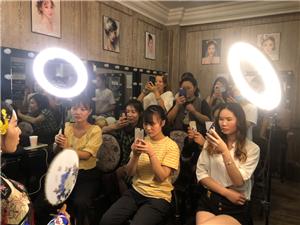 学化妆 美甲纹绣 皮肤管理首先慈溪华飞美妆品牌培训