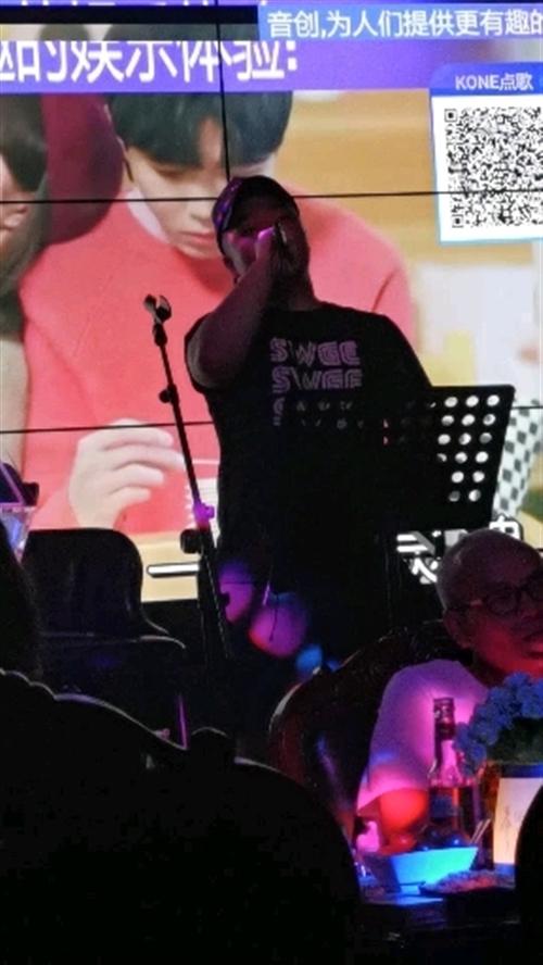著名泸州艺人,流行乐歌手(小胖)先生,今晚万象汇,与粉丝浓情见面!