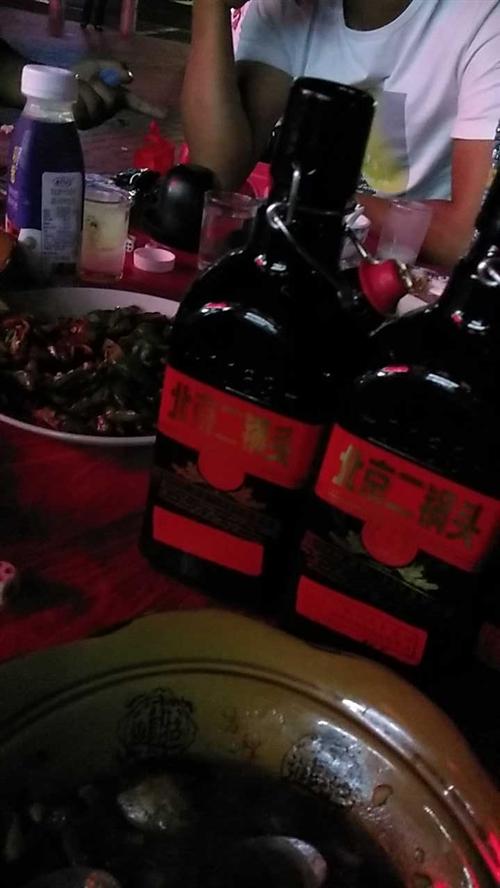 北京二锅头出口小方瓶,五个人喝四瓶了还没尽兴!