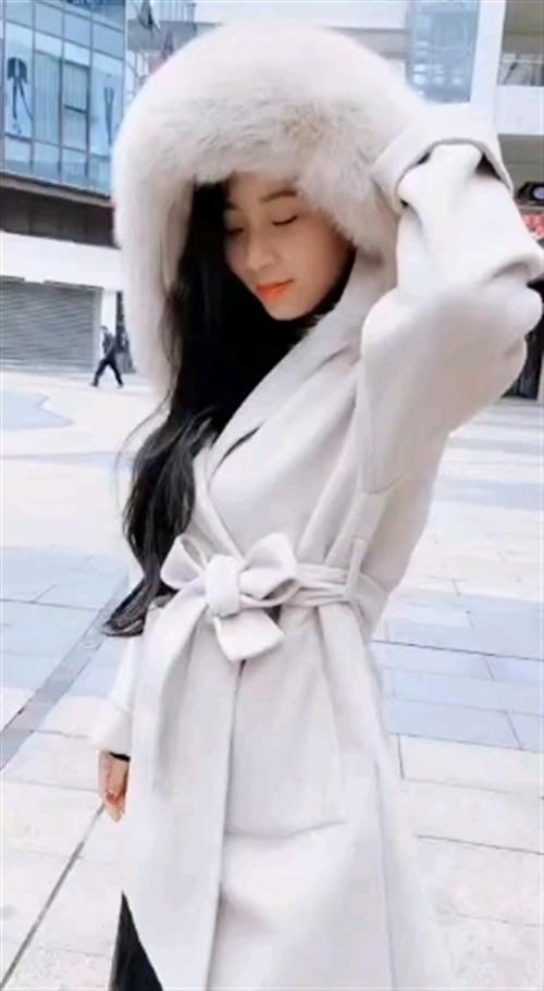 这套衣服好看吗?