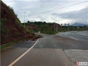 寻乌吉潭高速路口红绿灯处塌方半年无人管