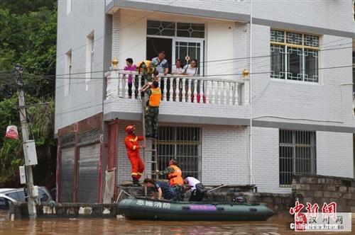 湖北恩施市发生洪涝险情 转移550余人