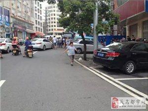 信宜市区中兴街某楼盘数十名男子聚集 疑似欠债?