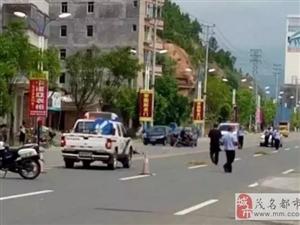 茂名信宜建材市场路段越野车撞死一妇女后逃逸!