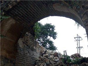卢龙古城南门在2016年7月22日凌晨三点坍塌