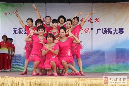 无极首届广场舞大赛现场比赛环节,第一场在东关市场圆满举行