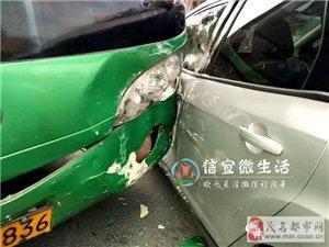 """信宜砺儒中学门口,大巴""""亲吻""""小车,小车:我真的受伤了!"""