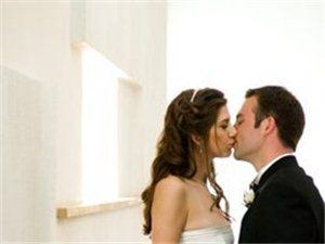 接吻不���