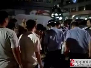 茂名高品味后一男子飞车抢夺,被市民生擒!