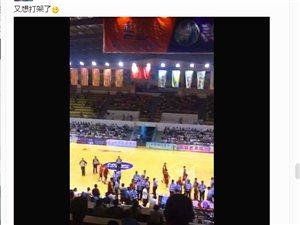 视频:寻乌县12日晚篮球赛又想打架了,什么情况?