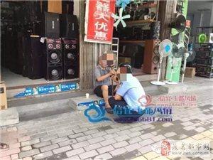 信宜一老人突然晕倒路边,热心店主掺扶并送水,最后......