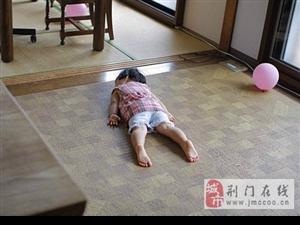 不科学的睡姿,被小朋友们展现的淋漓尽致,困啊!