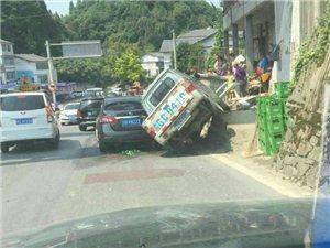又是杨叉岭车祸,各位老司机们开车要慢啊