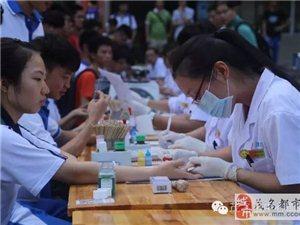 高州一中近四百师生无偿献血缓解血库告急