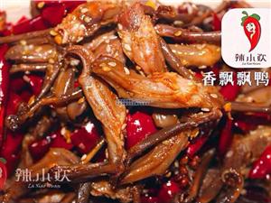 爆料:宜春一家30平的麻辣美食小店,餐桌都没有,生意好到爆