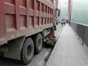 今早长江大桥发生一起严重车祸,脑浆都出来了