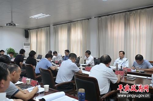 县委书记张怀德主持召开县委常委(扩大)会议