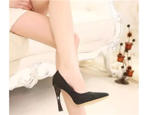 最伤女人脚的7种鞋款,为了下半辈子着想,千万不要再穿了!