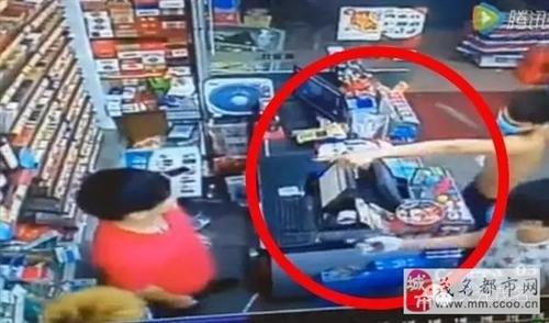 茂名四男子持40厘米大刀抢劫便利店,最少疑犯年仅15岁!