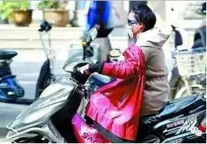 枣庄人注意,反穿衣服骑电动车真的会丢命!