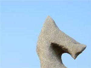 英德英石是天然景观石,原产地在广东英德有大量大型景观石
