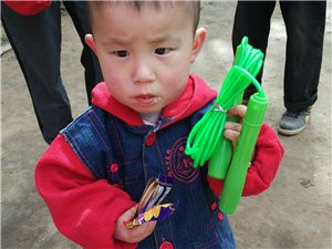 彬县情暖爱心公益协会志愿者这样过:五四青年节