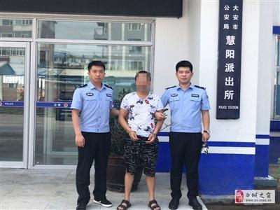 【城事】白城公安局在�绦兄锌急Pl任��r成功抓�@一名外省�W上逃犯