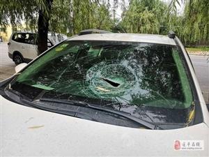 继昨天两辆轿车被砸之后,又有八辆车被砸!
