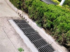 新城二路修整后的排水口,跟之前比,好了�S多哈……
