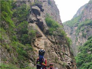 20190704?#22909;览?#36798;车友骑行在太行山大峡谷!!