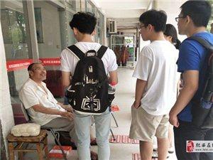 """安徽大学""""寸草春晖""""调研团队进入滨湖家园"""