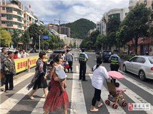桂花街路口发生车祸