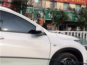 危险!潢川县迎宾路上一老人拦车乞讨,网友称:已经第二次遇见!