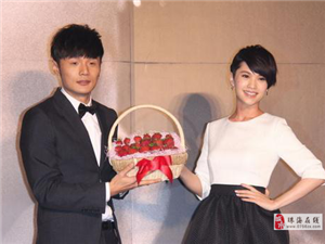 终于官宣了,李荣浩生日当天成功求婚杨丞琳,甜蜜合照羡?#25918;?#20154;