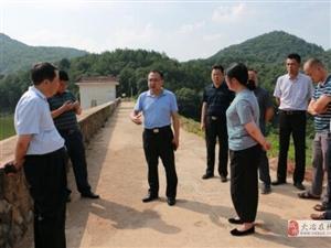 周军调研乡镇农旅产业扶贫、河长制及防汛抗旱工作
