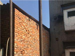 丰坪巷东头与市政府生活区11号楼之间的一栋陈年违建何时拆除?